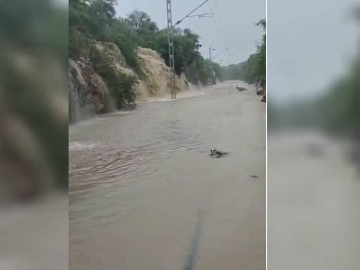 ये कोई नदी या नाला नहीं, गुना-शिवपुरी के बीच रेल का ट्रैक है। चार दिन से लगातार हो रही बारिश की वजह से यह डूब गया है।
