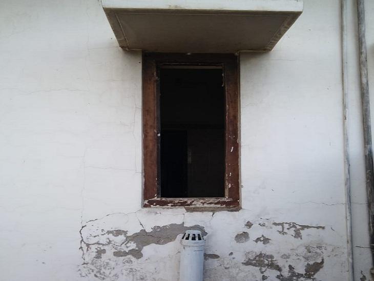 वाराणसी में यूनियन बैंक के स्ट्रांग रूम तक पहुंच गए थे चोर, बजा सायरन तो भागे; पुलिस चोरों का नहीं लगा सकी सुराग|वाराणसी,Varanasi - Dainik Bhaskar