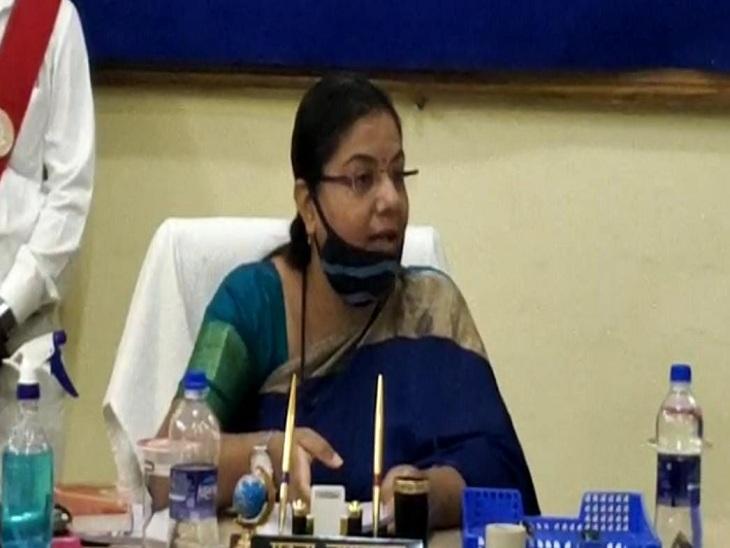 वाराणसी में विकास कार्यों की समीक्षा बैठक में भड़कीं मेयर, बोलीं - पीएमओ के नाम पर अधिकारियों का एकक्षत्र राज; पूरा शहर है डिस्टर्ब|वाराणसी,Varanasi - Dainik Bhaskar