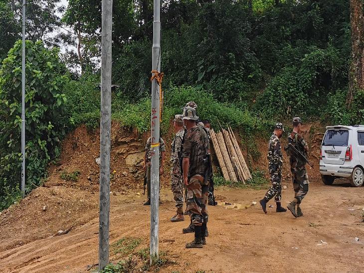 असम का लैलापुर इलाका पार करने के बाद मिजोरम का वैरेंगटे इलाका शुरू होता है। लेकिन दोनों राज्यों में सुरक्षा बलों की तैनाती में फर्क नजर आता है। असम की सीमा के चेक पोस्ट पर CRPF तैनात थी, जबकि मिजोरम में मिजोरम पुलिस के जवान तैनात नजर आए।