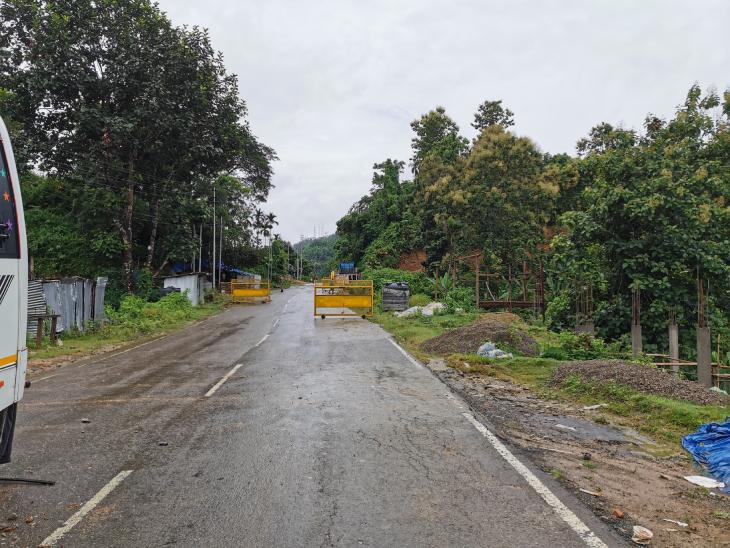 असम और मिजोरम को जोड़ने वाले नेशनल हाईवे पर सन्नाटा है। 26 जुलाई की हिंसा के बाद से असम की ओर से कॉमर्शियल गुड्स की एक भी गाड़ी नहीं आई है। मिजोरम खाने-पीने और रोजमर्रे के सामान की सप्लाई के लिए बहुत हद तक असम पर ही निर्भर है।