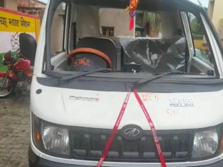 सब्जियों से भरी लोडर मैक्स अनियंत्रित होकर पलटी, 4 लोग घायल, 2 की मौत|फिरोजाबाद,Firozabad - Dainik Bhaskar