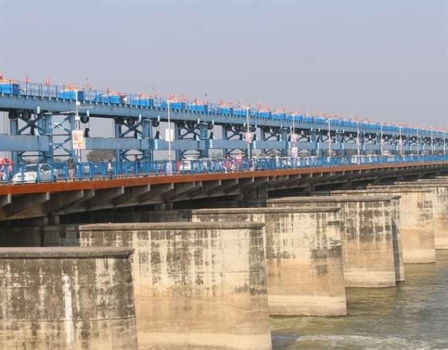 पहले जांची जाएगी ब्रिज की क्षमता, कमिश्नर ने 10 अगस्त तक पीडब्लूडी से मांगी रिपोर्ट, हटाई जाएगी पूर्व पीएम की प्रतिमा|कानपुर,Kanpur - Dainik Bhaskar