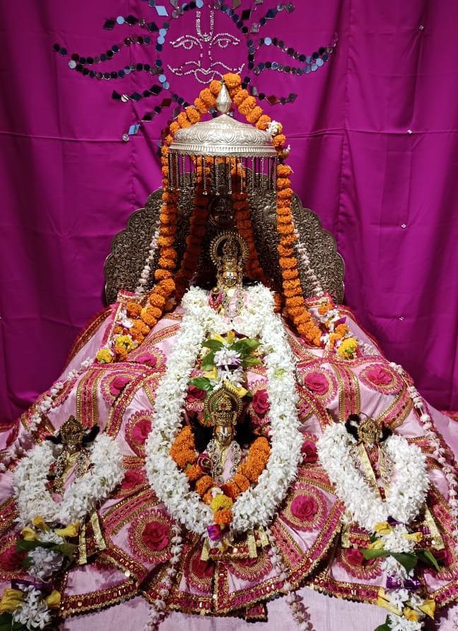 अयोध्या में श्रीराम जन्मभूमि पर विराजमान रामलला। - Dainik Bhaskar