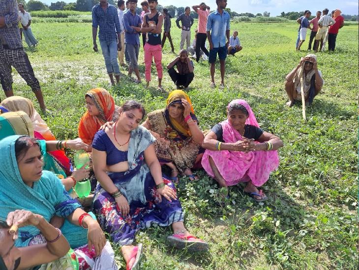 ट्यूबवेल किनारे पड़ा मिला शव, खेत की रखवाली के दौरान ईंट से सिर कूंचकर दिया गया हत्याकांड को अंजाम|कानपुर,Kanpur - Dainik Bhaskar