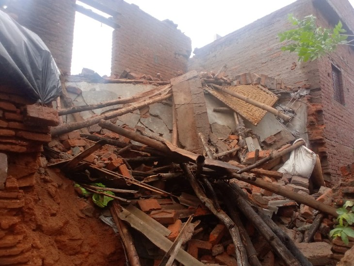 ललितपुर में 48 घंटे से हो रही बारिश में दो मंजिला मकान की छत गिरी, सो रही महिला की मलबे में दबकर मौत|झांसी,Jhansi - Dainik Bhaskar