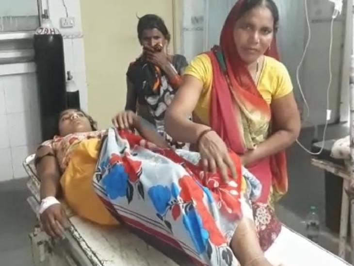 विरोध पर मुंह दबाकर जमकर पीटा, एक बाइक पर आए थे तीनों बदमाश|प्रयागराज,Prayagraj - Dainik Bhaskar