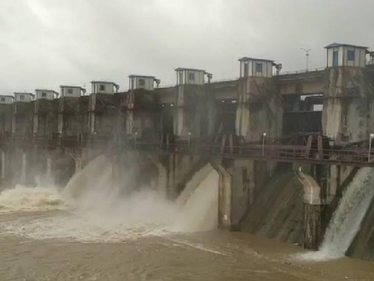 विदिशा में संजय सागर डैम के दो गेट खुलने से निचले इलाकों में पानी भरने का खतरा है।