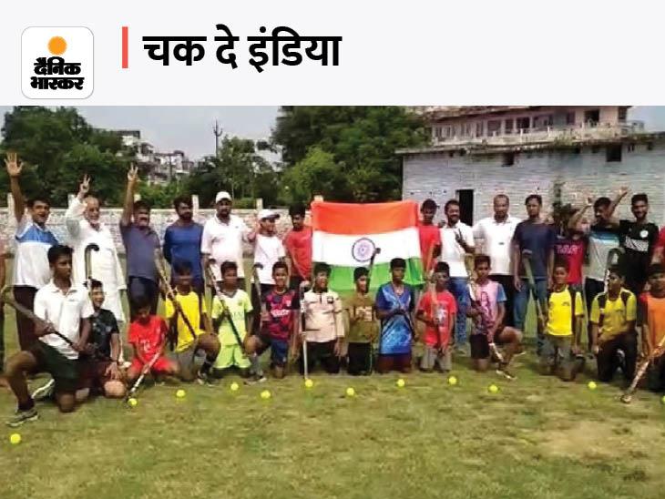 टोक्यो ओलिंपिक में आज भी गुरतीज कौर और निशा से बेहतर खेल की उम्मीद, हाथों में तिरंगा और हॉकी लेकर मनोबल बढ़ा रहे खिलाड़ी|प्रयागराज (इलाहाबाद),Prayagraj (Allahabad) - Dainik Bhaskar