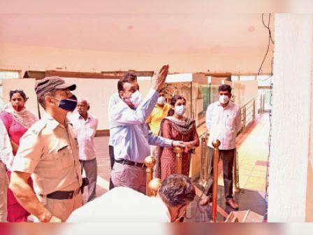 डीसी ने सांपला में दीनबंधु सर छोटूराम स्मारक का किया निरीक्षण, मिली खामियां, मांगा जवाब|रोहतक,Rohtak - Dainik Bhaskar