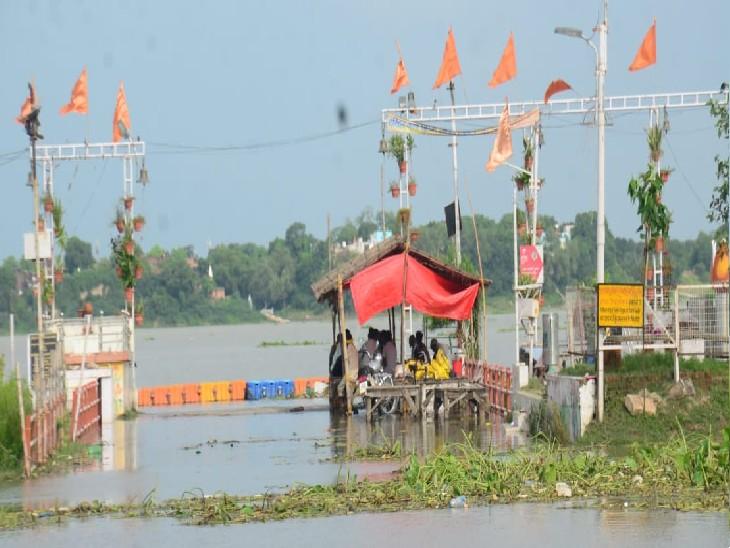 एक सेमी. प्रति घंटे के हिसाब से घट रहीं गंगा, यमुना का जलस्तर स्थिर प्रयागराज (इलाहाबाद),Prayagraj (Allahabad) - Dainik Bhaskar