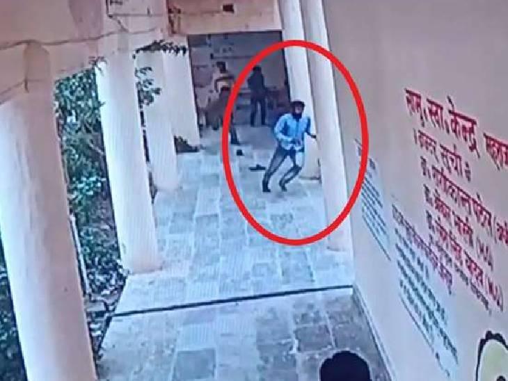 हथकड़ी लगाकर मेडिकल के लिए ले जा रही थी, पुलिस ने ढाई घंटे बाद गिरफ्तार किया|जौनपुर,Jaunpur - Dainik Bhaskar