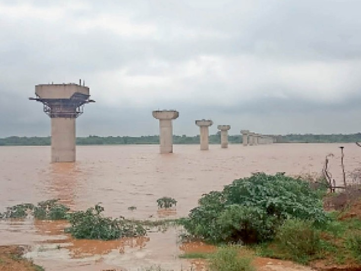 Chambal river reached the danger mark of 122 meters, the water level of Sindh river also reached 5 meters |  Chambal river reached the danger mark of 122 meters, the water level of Sindh river also reached 5 meters