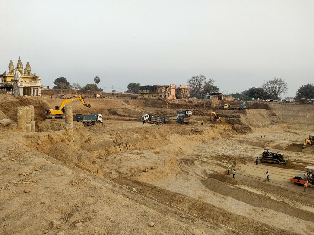 जन्मभूमि पर बनने वाले मंदिर का गर्भगृह दिसंबर 2023 तक तैयार करने का लक्ष्य है।