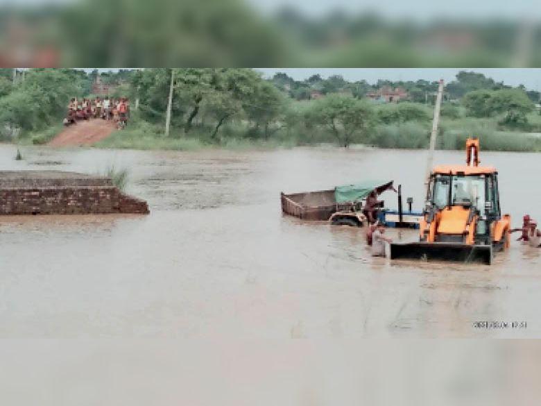 गंगा खतरे के निशान से 50 सेंटीमीटर ऊपर, बाढ़ का संकट गहराया|बेगूसराय,Begusarai - Dainik Bhaskar