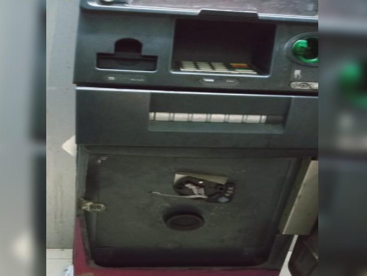 ATM तोड़कर कर रहा था चोरी, तभी सामने से आ गई पुलिस, सब छोड़कर भागा फिर नहीं आया हाथ|ग्वालियर,Gwalior - Dainik Bhaskar