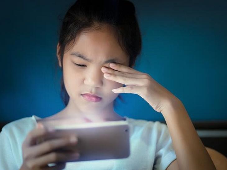 बच्चे औसतन 4 घंटे स्क्रीन पर बिता रहे हैं, आंखों में लालिमा, खिंचाव और जलन के मामले बढ़ रहे; 20-20-20 का फॉर्मूला अपनाकर इसे रखें स्वस्थ लाइफ & साइंस,Happy Life - Dainik Bhaskar