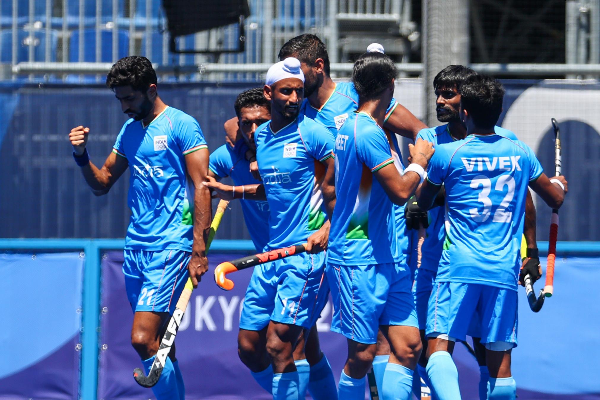 मैच में गोल करने के बाद भारतीय हॉकी टीम।