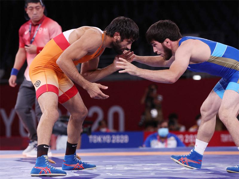 युगुऐव ने रवि दहिया को हरा दिया।