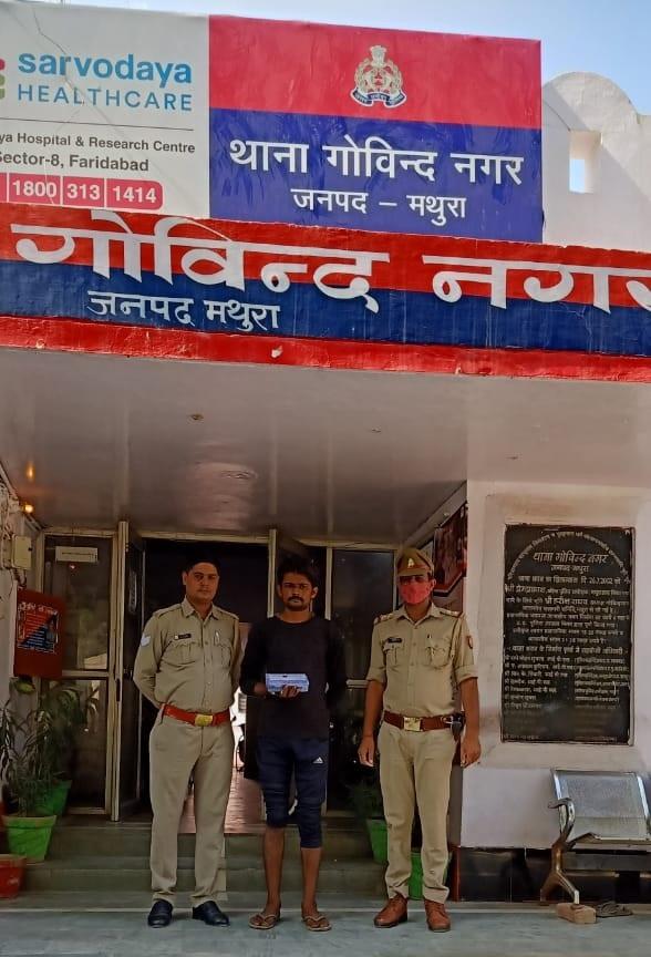 अलग-अलग थाना क्षेत्रों से पकड़े 8 चोर, 16 मोबाइल और ज्वैलरी की बरामद|मथुरा,Mathura - Dainik Bhaskar