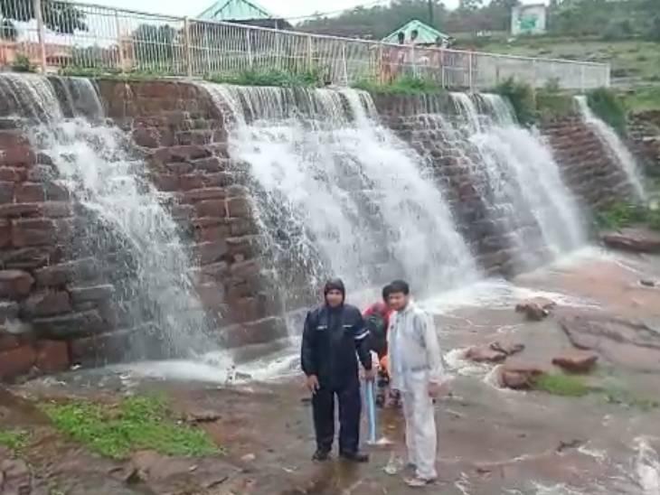 नरसिंहगढ़ को मालवा का कश्मीर कहते हैं।