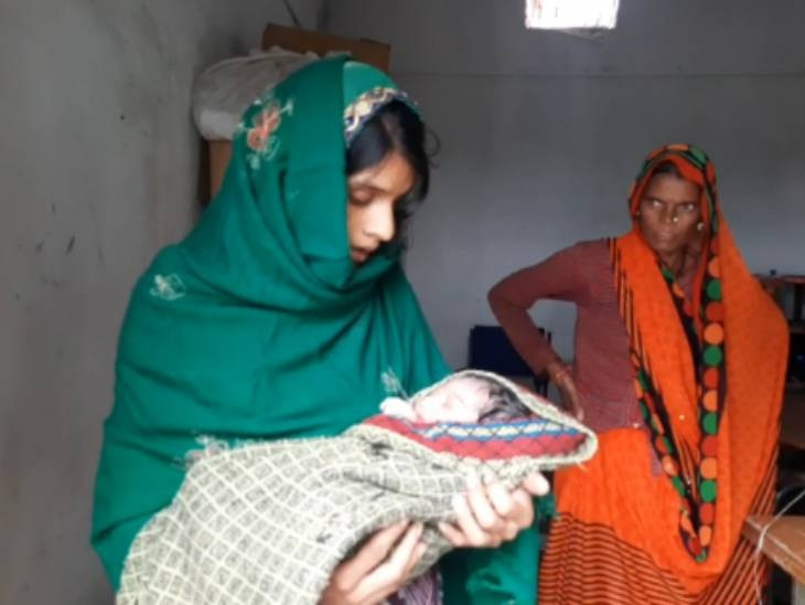 गर्भवती को ले जा रहा ऑटो पानी में फंसा, महिला SI ने हॉस्पिटल स्टाफ को बुलाकर वहीं डिलीवरी करवाई राजगढ़ (भोपाल),Rajgarh (Bhopal) - Dainik Bhaskar