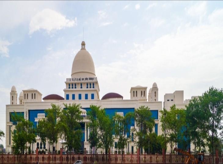 फजीहत के बाद हरकत में आया यूनिवर्सिटी प्रशासन, नकल कराने वाले SRGI के शिक्षक बर्खास्त; पहले मामले को दबाने का किया गया था प्रयास|लखनऊ,Lucknow - Dainik Bhaskar