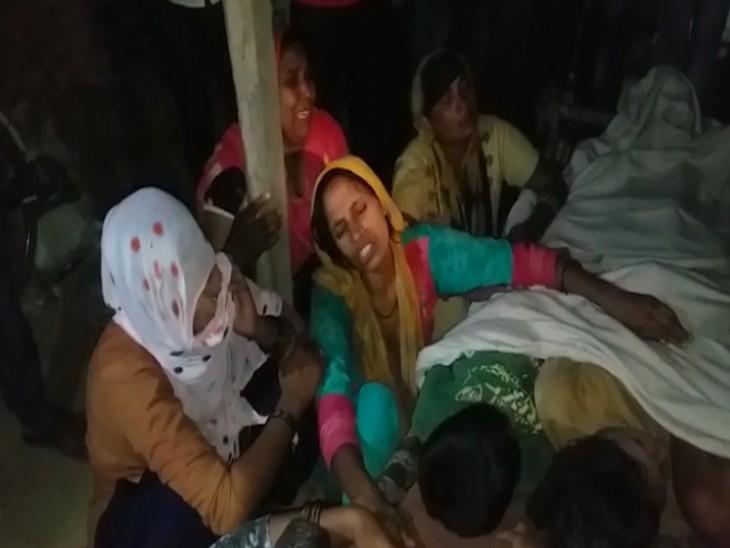 खेत में खेलने गए एक परिवार के तीन बच्चे पानी भरे गड्ढे में डूबे, परिजनों में कोहराम; SDM से भट्टा मालिक के खिलाफ कार्रवाई की मांग|मुरादाबाद,Moradabad - Dainik Bhaskar