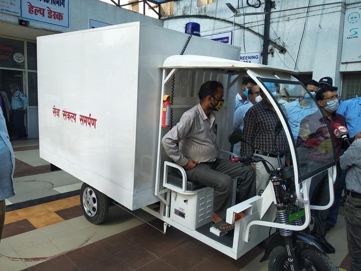 डॉक्टर द्वारा डिज़ाइन की गई ई-एम्बुलेंस सेवा हैलट में शुरू, स्ट्रेचर से नहीं ई-एम्बुलेंस से वार्डों में शिफ्ट किए जाएगे मरीज|कानपुर,Kanpur - Dainik Bhaskar