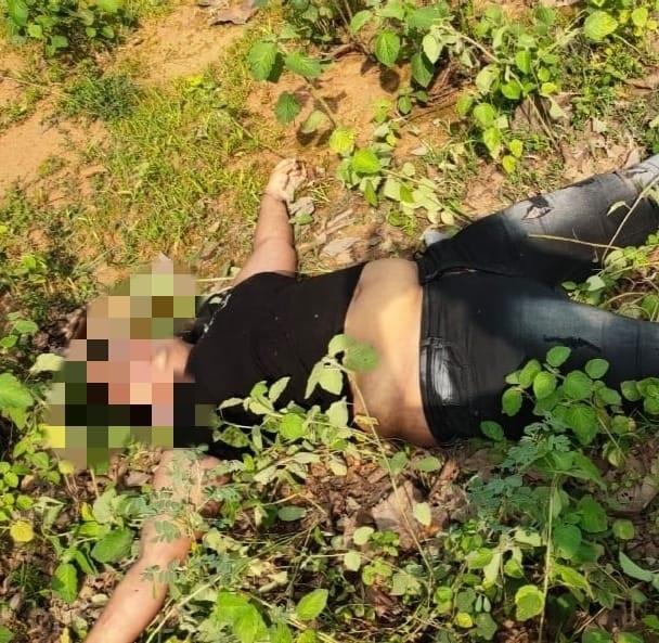 जंगल में 23 साल के लड़के का शव पेड़ से फंदे पर लटका मिला, नीचे 20 साल की युवती मृत पड़ी मिली, अफेयर के चलते जान देने की आशंका|छत्तीसगढ़,Chhattisgarh - Dainik Bhaskar