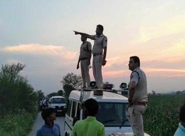 गांव आया तो पता चला उसके साथी दोस्त हो गए थे प्रमोट, सबक सिखाने के लिए की थी फायरिंग, बाजरे के खेतों में छिपा रहा, पुलिस ने पकड़ा|जयपुर,Jaipur - Dainik Bhaskar