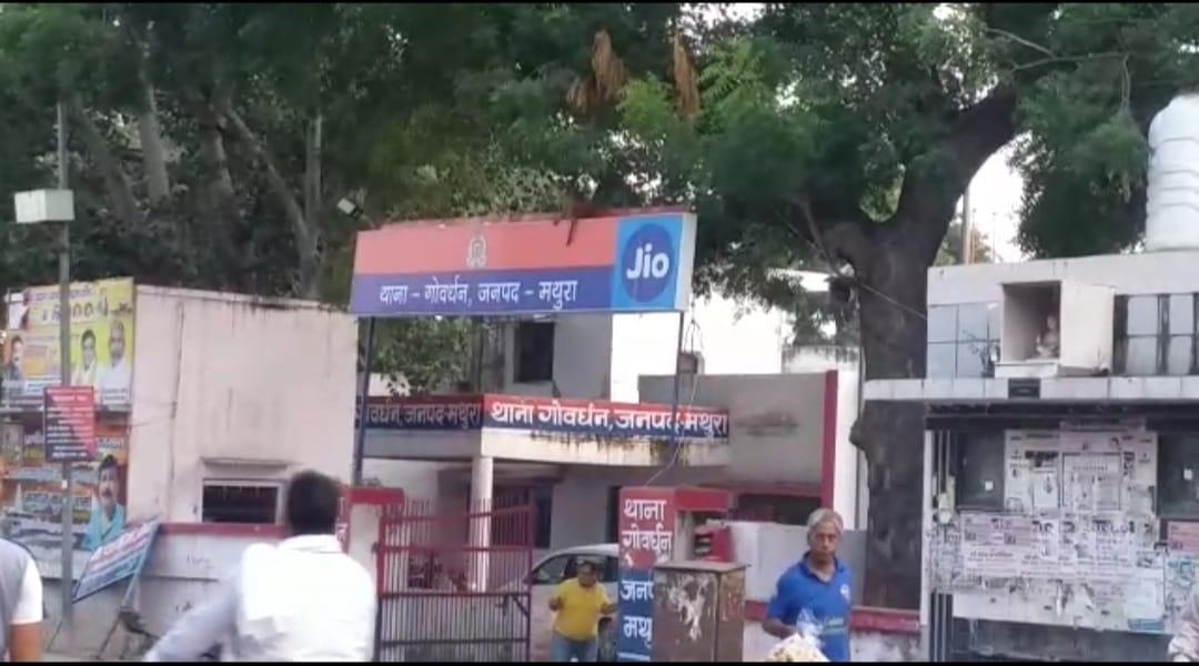 हथियारों के लैस बदमाशों ने दी पुलिस को चुनौती, गोवर्द्धन में लूटी कार, नौहझील में की लाखों की चोरी|मथुरा,Mathura - Dainik Bhaskar