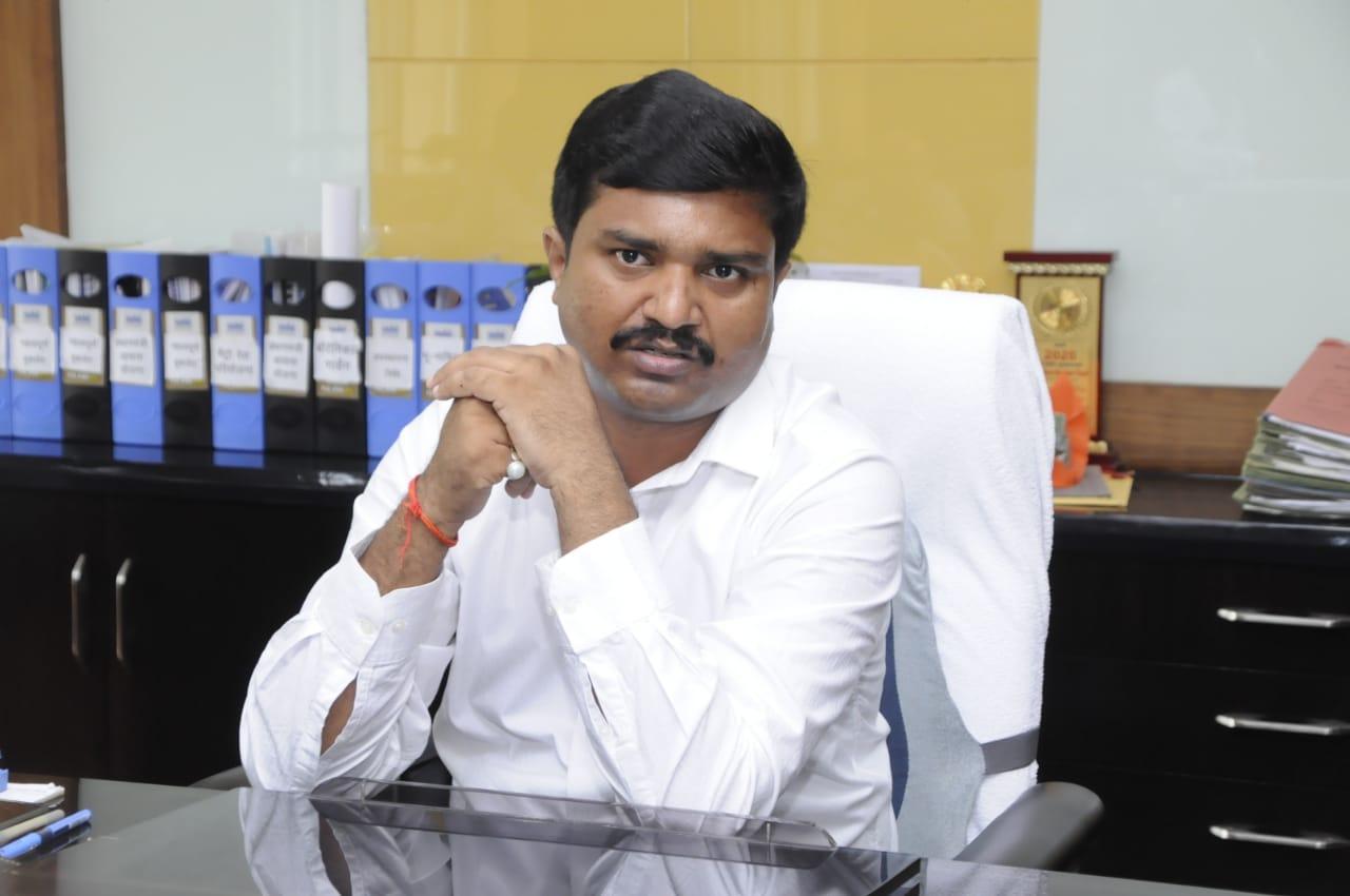 नए वीसी का भ्रष्टाचारी अफसरों व कर्मचारियों को अल्टीमेटम, नक्शा बनवाने के लिए बनेगा कॉल सेंटर, तय समय पर होंगे लोगों के काम|कानपुर,Kanpur - Dainik Bhaskar