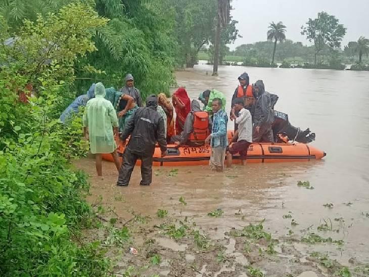 पार्वती में उफान से गुना में 8 गांव घिरे, 180 लोग फंसे, NDRF बुलाई गई; अशोकनगर-विदिशा में भी बिगड़े हालात, छतरपुर-टीकमगढ़ में अलर्ट|मध्य प्रदेश,Madhya Pradesh - Dainik Bhaskar