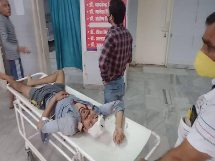 विछिप्त ने बातचीत के दौरान मार दिया त्रिशूल, आरोपी को लोगों ने खदेड़ा तो तालाब में लगा दी झलांग, फिर पब्लिक ने पीटकर सौंप दिया पुलिस को|रीवा,Rewa - Dainik Bhaskar
