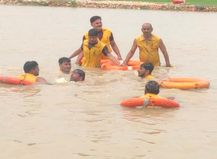 दोस्तों के साथ खेलने गया था लक्की, तालाब में नहाते वक्त गहराई में डूबते वक्त बचने के लिए छटपटाता रहा लेकिन नहीं बचा|जयपुर,Jaipur - Dainik Bhaskar