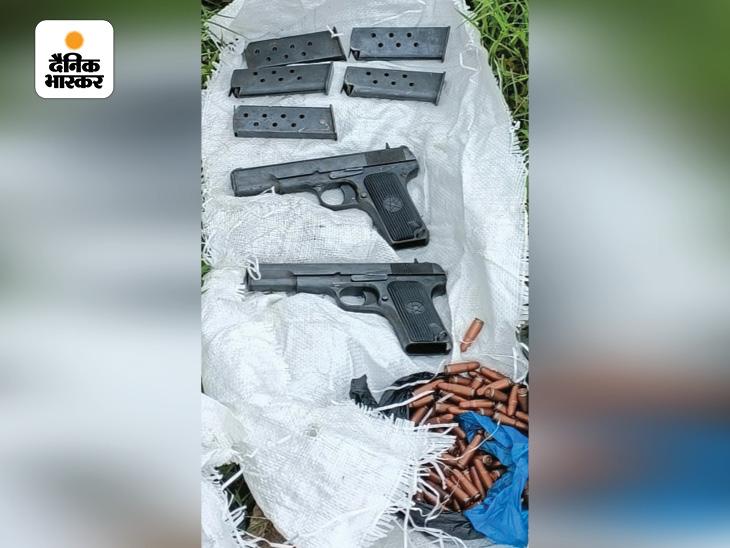 राजौरी में सुरक्षाबलों ने 2 आतंकी ढेर किए; सांबा में हथियार बरामद, पाकिस्तानी ड्रोन से गिराए जाने की आशंका|देश,National - Dainik Bhaskar