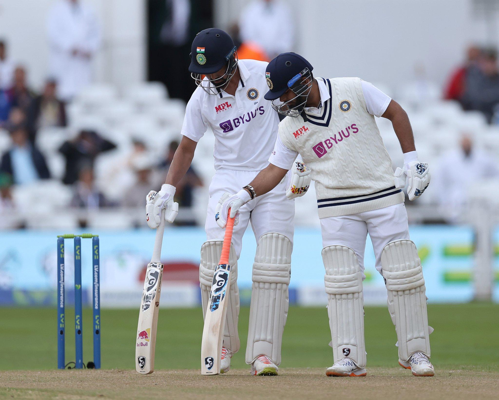 मैच के दौरान राहुल और पंत। ओवरकास्ट कंडिशन होने की वजह से इंग्लैंड के बॉलर्स को फायदा मिल सकता है।