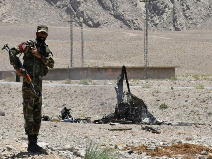 अफगान बॉर्डर के पास वजीरिस्तान में पाकिस्तानी आर्मी पर हमला, 2 सैनिकों की मौत और 4 घायल|विदेश,International - Dainik Bhaskar