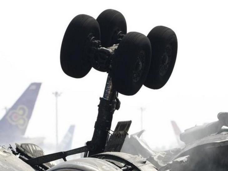 प्लेन क्रैश में 5 पैसेंजर और 1 पायलट की मौत, खराब मौसम के चलते दुर्घटना होने की आशंका|विदेश,International - Dainik Bhaskar