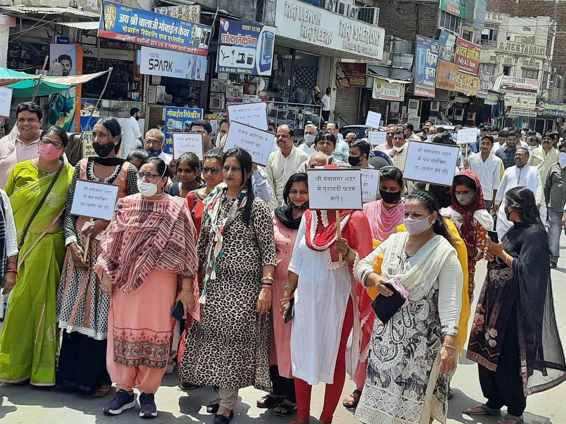 शहर के लोगबोले, 'चरमरा गई है कानून व्यवस्था, अब तो प्रशासन को देना होगा ध्यान', एसडीएम को ज्ञापन सौंपा श्रीगंंगानगर,Sriganganagar - Dainik Bhaskar