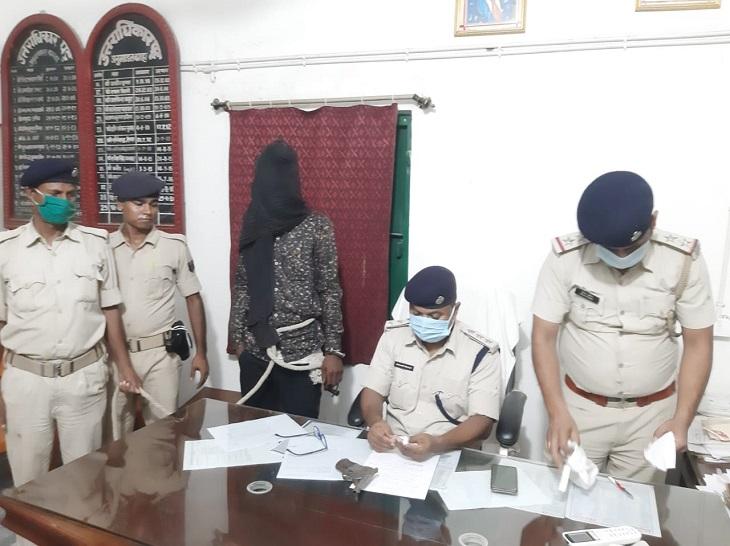 बगहा में 27 जुलाई को पत्नी के गले पर चाकू से किया था वार, इलाज में बच गई; पति अब कट्टा लेकर घूमते पकड़ाया|बगहा,Bagha - Dainik Bhaskar