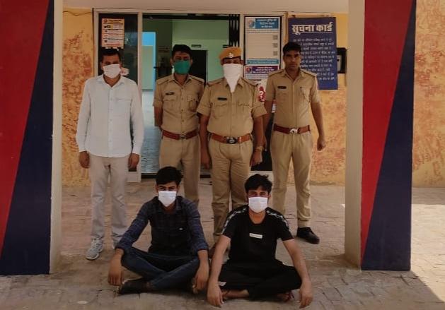 चना छिलका के नीचे दबाकर हरियाणा से गुजरात भेजी जा रही थी शराब, राजियासर पुलिस ने जांचा तोमिलीशराब की खेप श्रीगंंगानगर,Sriganganagar - Dainik Bhaskar