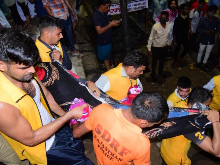 जयपुर में 11 जुलाई की रात आमेर के सामने वाच टावर पर बिजली गिरने से 11 लोगों की मौत हो गई थी।