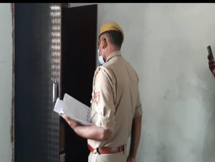चोरी के बाद पुलिस ने घर जाकर पीड़ित परिवार का बयान लिया।