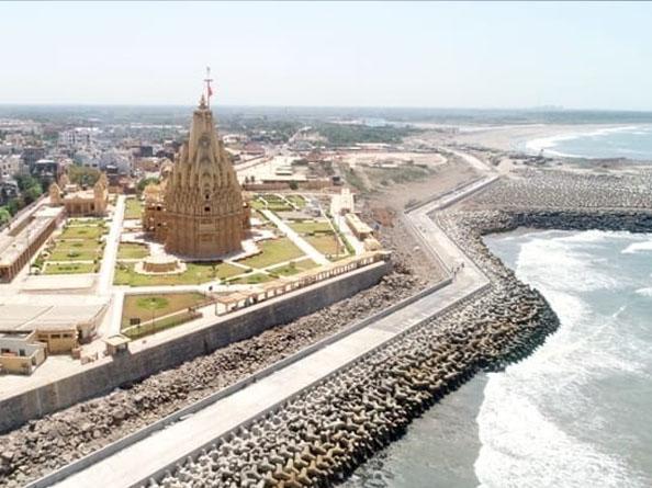 सोमनाथ मंदिर के पास 45 करोड़ रुपए की लागत से बना वॉक-वे। - Dainik Bhaskar