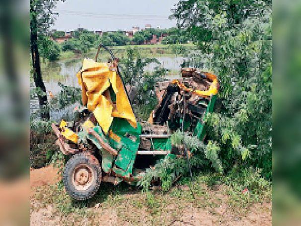 कार की टक्कर से ऑटो सवार युवक की मौत, दूसरा गंभीर रूप से घायल|गुड़गांव,Gurgaon - Dainik Bhaskar