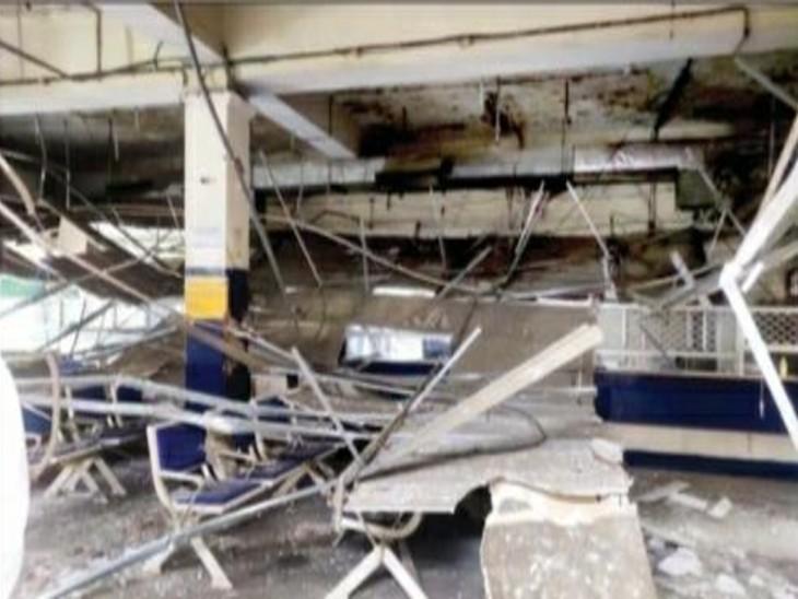 एसबीआई शाखा की छत में लगी सीलिंग  गिरने से छह लोग घायल हो गए। - Dainik Bhaskar