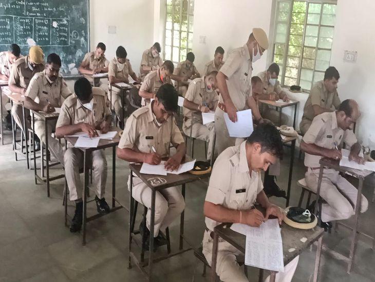 60 पदों के लिए 325 हुए शामिल; पुलिस लाइन में हुआ आयोजन, पास होने पर होगा फिजिकल टेस्ट|अजमेर,Ajmer - Dainik Bhaskar