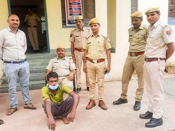 पिता की हत्या कर फरार बेटे को पुलिस ने 48 घंटों में किया गिरफ्तार, आपसी कहासुनी के बाद कुदाली से माथा फोड़ उतारा था पिता को मौत के घाट|उदयपुर,Udaipur - Dainik Bhaskar